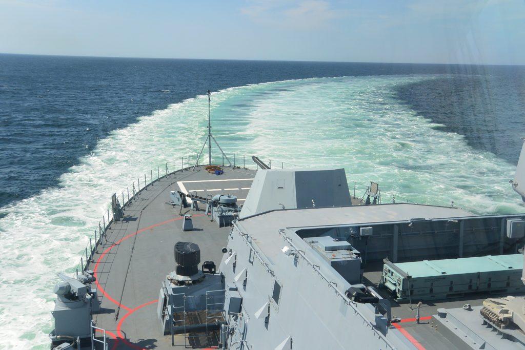 Dieses Bild hat ein leeres Alt-Attribut. Der Dateiname ist Bericht-2019-Fregatte-F-222-Mitfahrt-Bild-13-Voll-zurück-von-Bjoern-Kienzle-5-1024x683.jpg